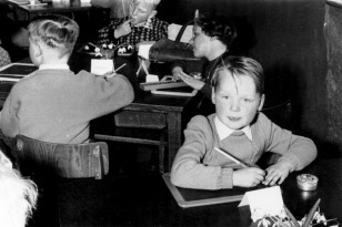 April 1956: Ingwer, dahinter: Margrit, daneben: Andreas, hinten: Detlef