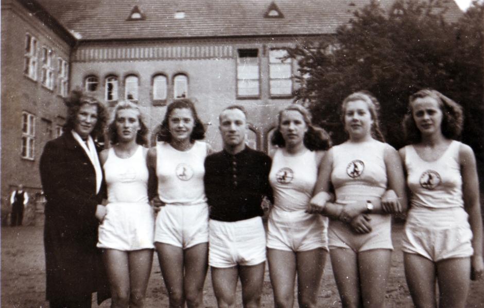TSV Kappeln - Turnriege vor der Klaus-Harms-Schule 1948