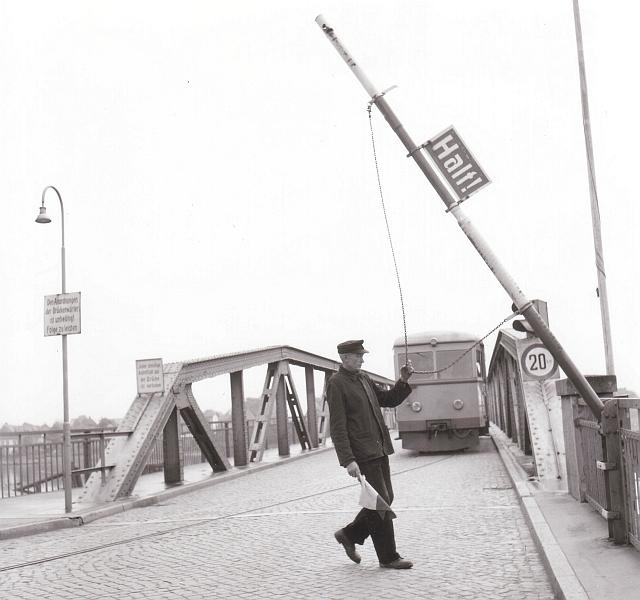 Drehbrücke in Kappeln - Eckernförder Kreisbahn - Foto von Eckhardt Schmidt aus dem Stadtarchiv Kappeln
