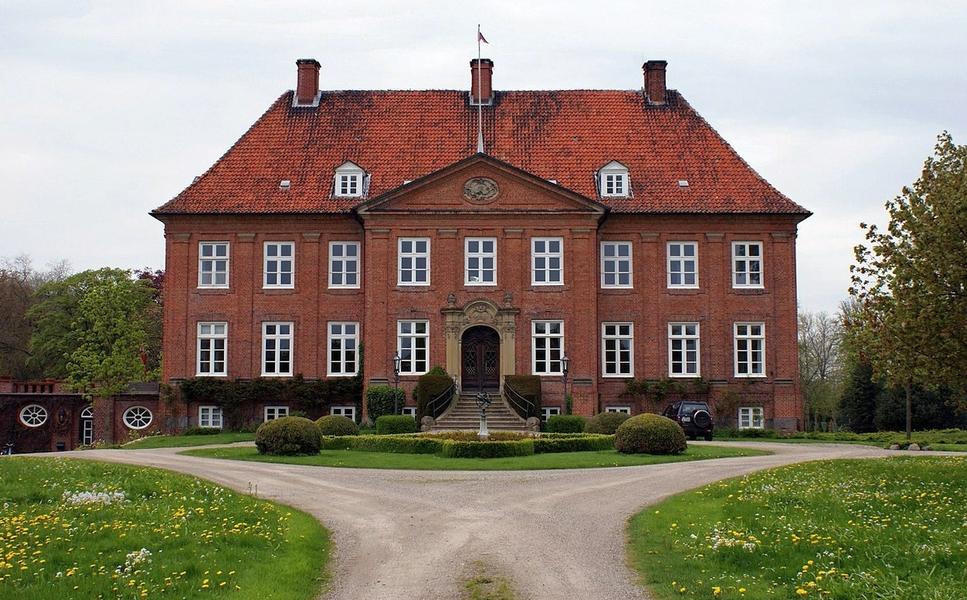 Gut Grünholz (Mai 2010) - PodracerHH, CC BY 3.0 , via Wikimedia Commons