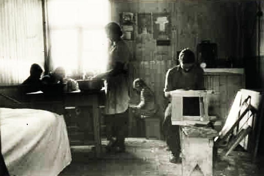Barackenraum einer 6köpfigen Familie