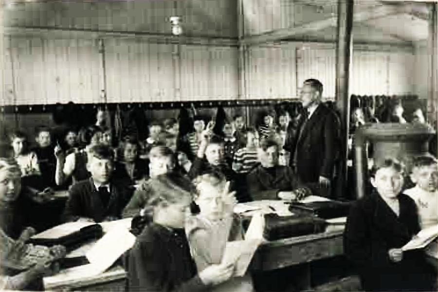Blick in den dichtgefüllten Klassenraum