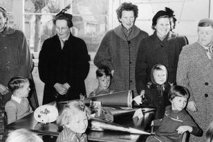 10. April 1956 - am Tisch (im Uhrzeigersinn): Ingwer, Achim, Ingeborg, Hannelore