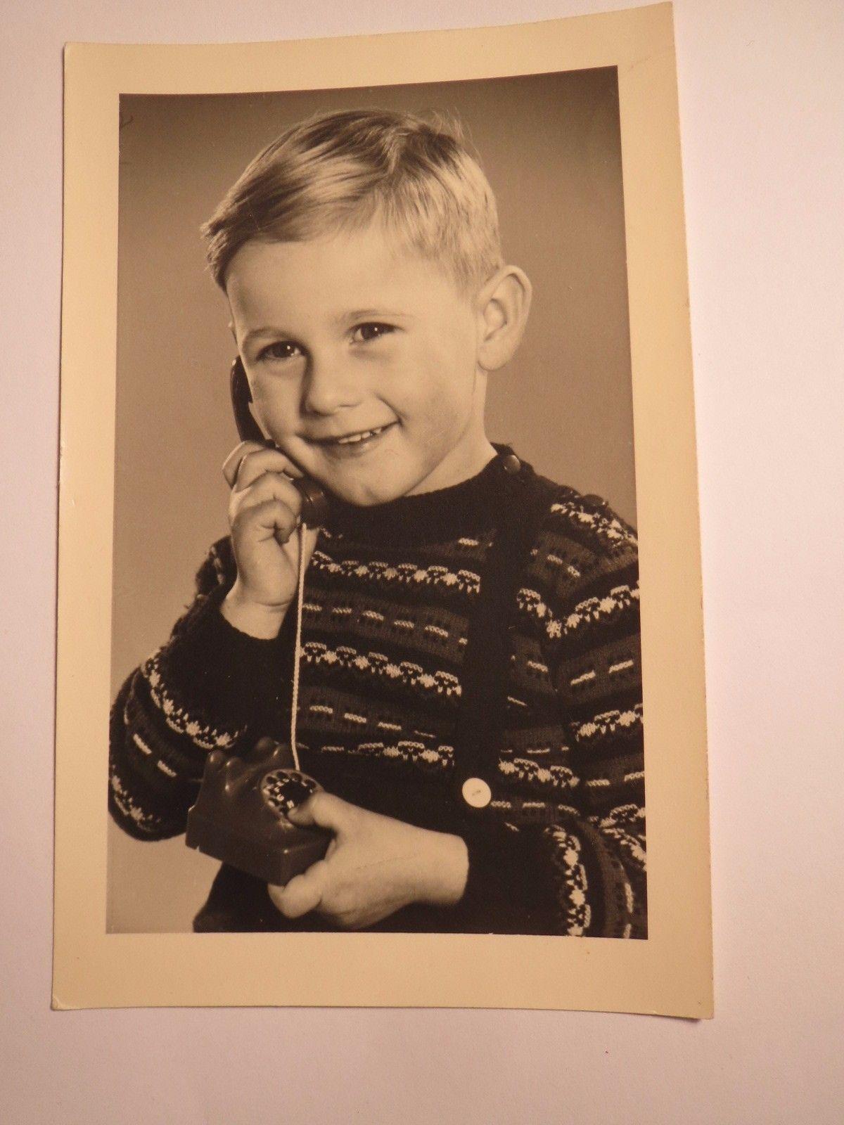 junge-mit-telefon
