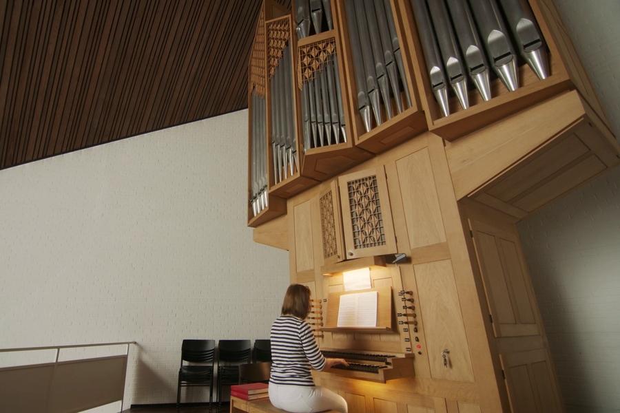 Orgel in der Auferstehungskirche Ellenberg (Screenshot 2020)