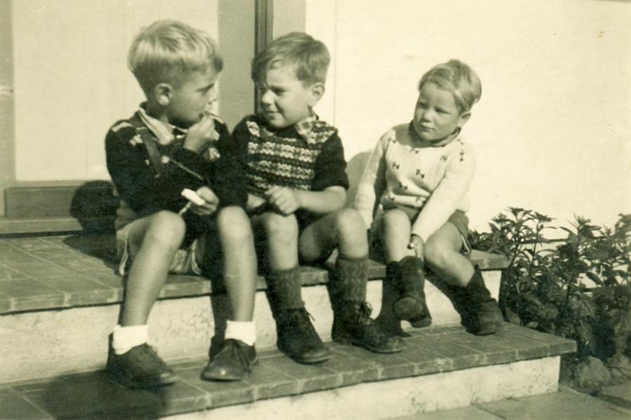 Friedrich-Hebbel-Straße 1 (1953) - Wolfgang, Holger & Achim
