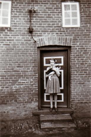 Schulstraße 2 - Foto: Elfriede Weber (1955)
