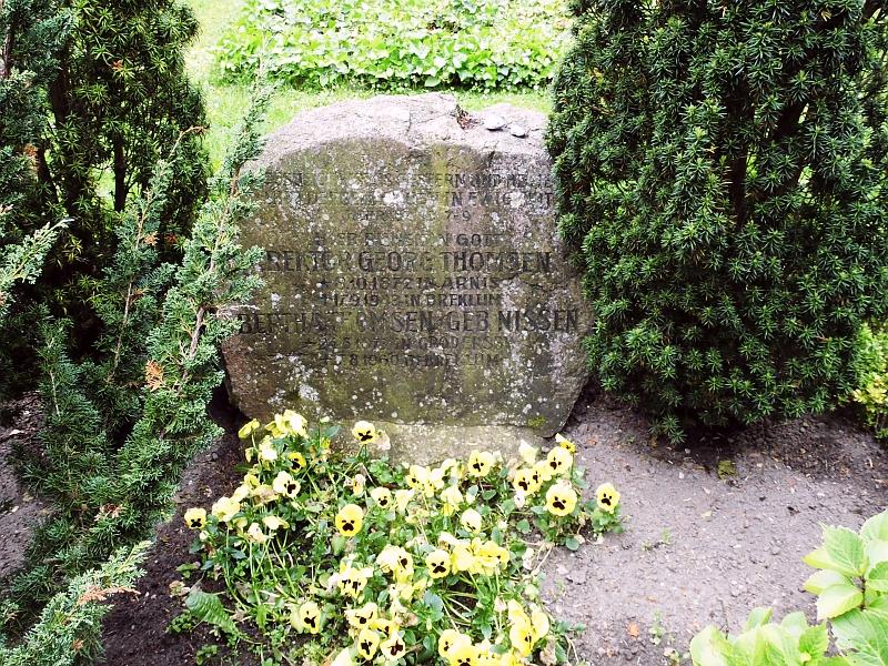 Grab von Georg und Bertha Thomsen in Arnis - Foto: Michaela Bielke (14.06.2015)