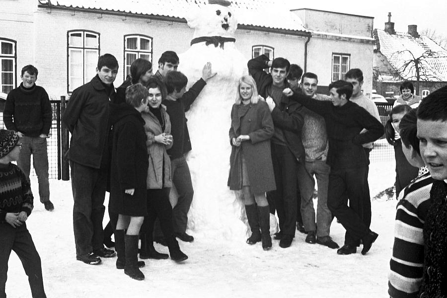 Klaus-Harms-Schule - Schneefrau 1969 - Foto: Achim Gutzeit