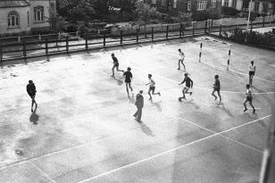 Klaus-Harms-Schule - Schulhof - Foto: Manfred Rakoschek (1968)