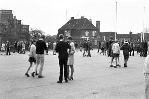 Klaus-Harms-Schule - Schulhof - Foto: Manfred Rakoschek (1969)
