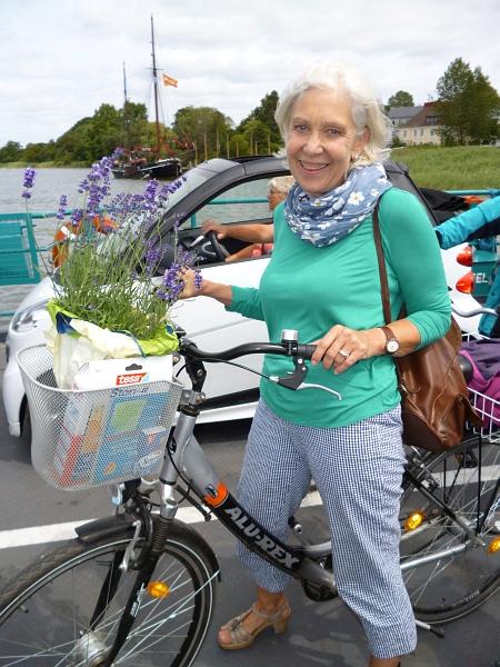 Sabine auf der Arnisser Fähre (Juli 2013)